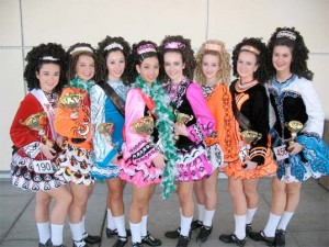 Un groupe de danseuses après une compétition réussie à Portland