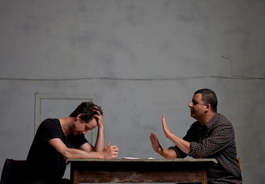 Gagnants et Perdants avec Marcus Youssef et James Long. Photo par Simon Hayter