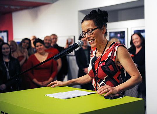 Vivianne Gosselin, conservatrice de l'exposition | Photo par Museum of Vancouver