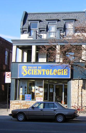 Une église de scientologie à Montréal.