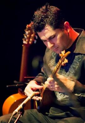Bobak Salehi, musicien d'origine perse | Photo par Imam Khalili