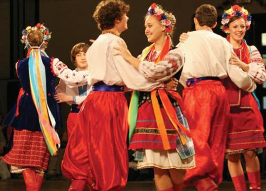 Danses folkloriques et optimisme au Russia Day 2012 | Photo par Palme's Theatre Society