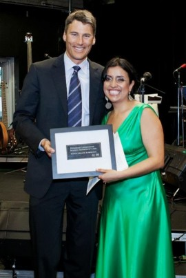 Paola Murillo, présidente de Latincouver, avec le Maire de Vancouver. - Photo par Ed Ng