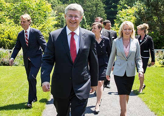 Stephen Harper et son nouveau cabinet. | Photo par PM Web Photos, Flickr