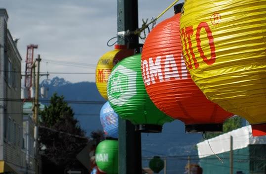 La rue Powell durant le festival japonais qui porte son nom. Photo par Parker Yo, Flickr