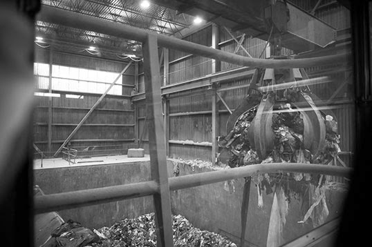 À l'intérieur de l'incinérateur de Covanta à Burnaby. | Photo par Caelie Frampton