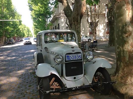 Une rue de La Colonia en Uruguay. |Photo par Pascal Guillon