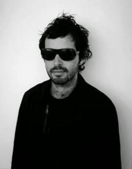 L'artiste Stefan Brüggermann. Photo par Jean-Luc Muolene