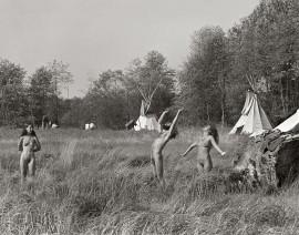 Une communauté de hippies installée dans les marécages de la Côte nord de Vancouver. | Photo par Bruce Stewart