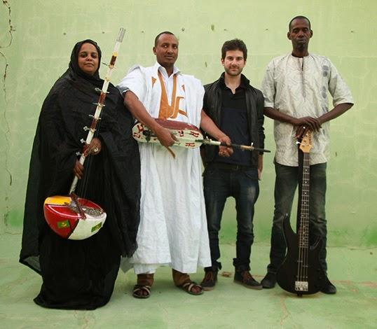 Noura avec son altin, Jeiche et sa tidinite, Matthew et Ousmane. | Photo de Noura Mint Seymali