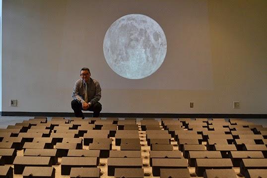 Steven Nunoda a créé l'installation Ghowtown après avoir réalisé des recherches sur l'internement de la communauté japonaise au Canada durant la Seconde guerre mondiale.