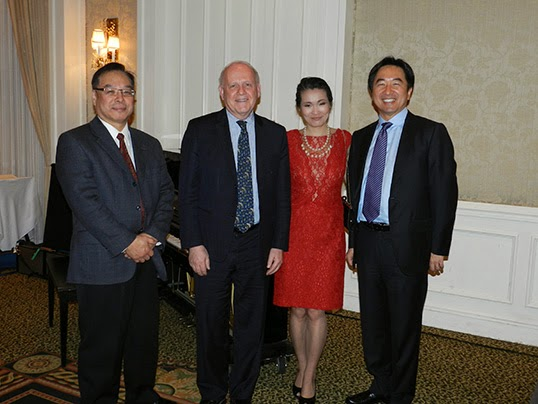 Angela Hollinger à la remise annuelle de récompenses Nikkei de l'association japonaise économique de Vancouver.