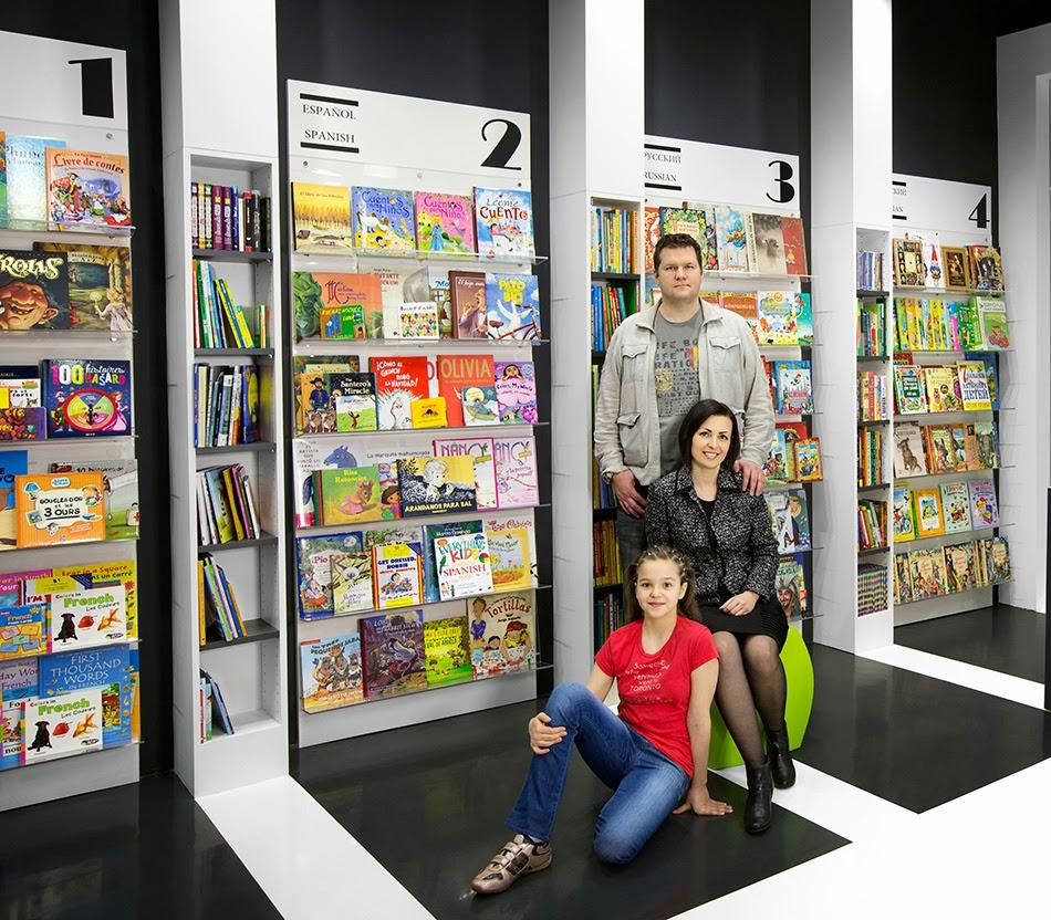 Simon Spacewalker et sa famille dans la libraire World Kids Books. | Photos de Société Francophone de Victoria