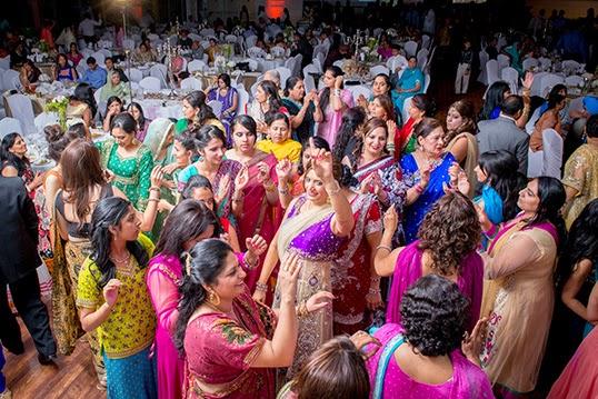 Un mariage indien peut compter de 400 à 1 000 convives. | Photo par Brellow Photography