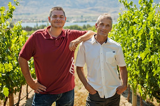 Le vigneron Randy Picton (à droite) et son assistant Justin Hall. | Photo de Nk'Mip Cellars