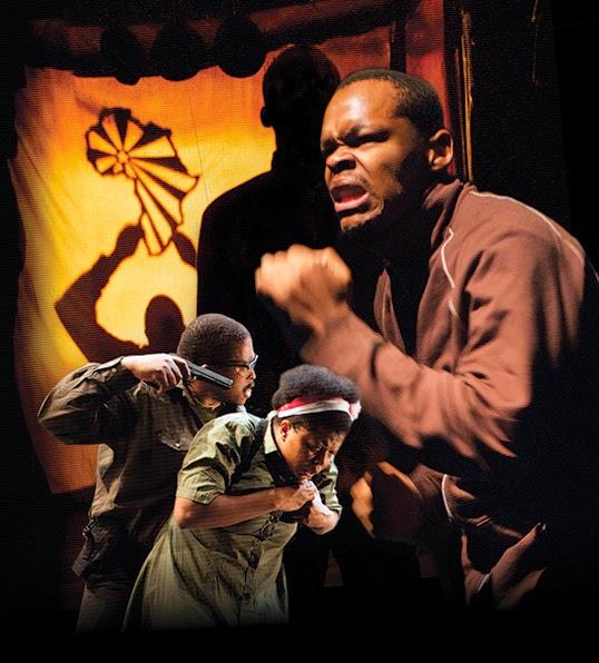 Sello Motloung, Lillian Tshabalala et Omphile Molusi dans la pièce Cadre. | Photo par Michael Brosilow