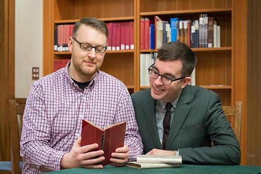 Justin O'Hearn, candidat à un doctorat en littérature victorienne et Gregory Mackie, assistant pédagogique à la faculté d'anglais de UBC. | Photo par Don Erhardt