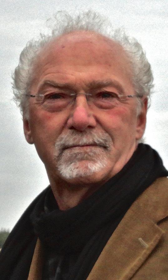 Pierre Grenier a débuté sa carrière dans l'audiovisuel avant de choisir l'enseignement dans un programme d'immersion. Il est à la retraite depuis 2014.