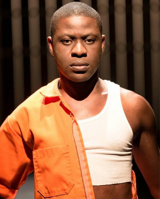 Tawiah M'Carthy interprète un jeune immigrant homosexuel dans la pièce Obaaberima. | Photo par Jeremy Mimnagh