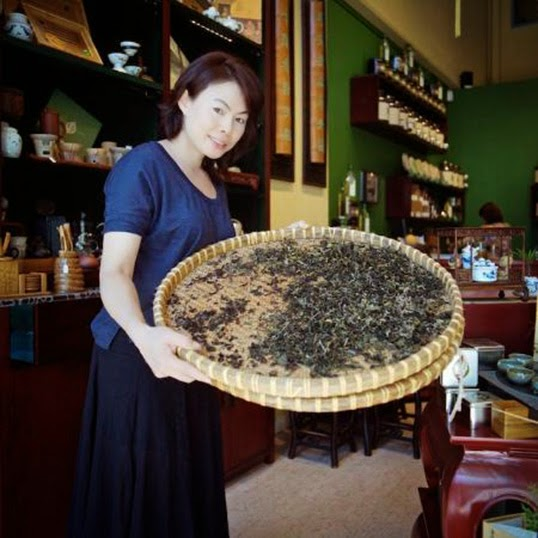 La maître du thé chinois, Olivia Cheung. | Photo de Treasure Green Tea Company