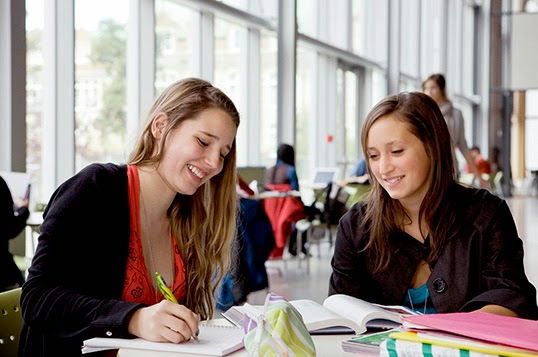 Une étudiante francophone en pleine épreuve. |  Photo de Concordia University