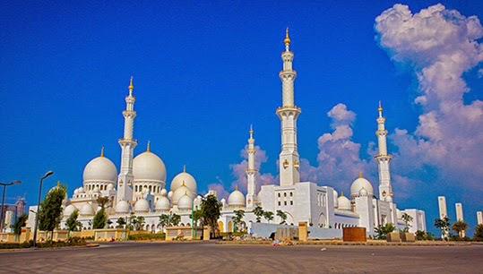 La mosquée Sheikh Zayed à Abou Dhabi. | Photo par Asim Bharwani