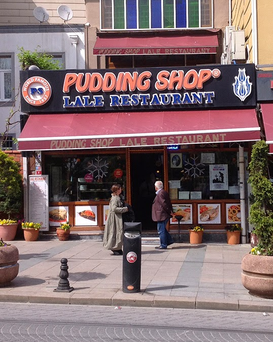 Le Pudding Shop, point de ralliement des routards dans les années 60. | Photo par Pascal Guillon
