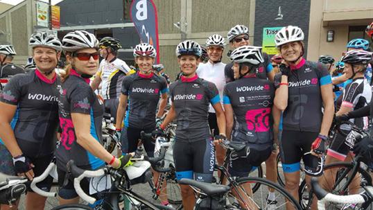 L'équipe WOWride porte haut ses couleurs. | Photo de WOWride