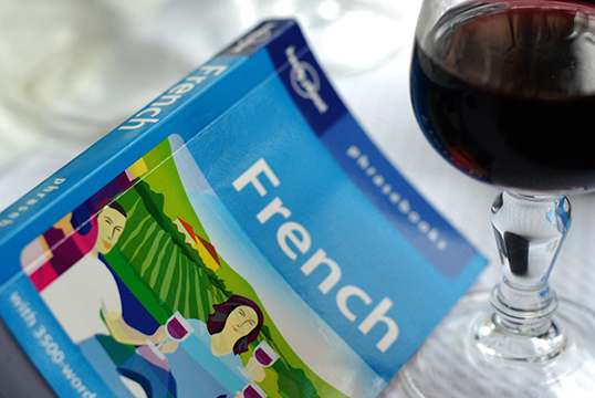La réalité...c'est qu'il est maintenant difficile de se procurer des livres en français. | Photo par Let Ideas Compete