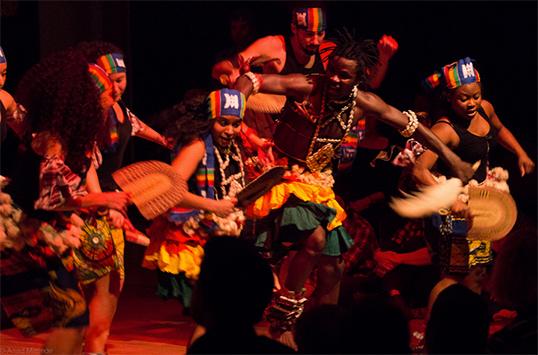 Le groupe Adanu Habobo à Capilano. | Photo parAsad Masede.