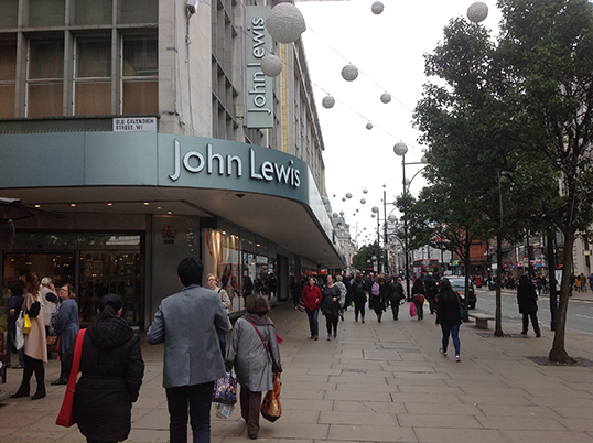 L'entrée du magasin John Lewis à Londres. | Photo par Pascal Guillon