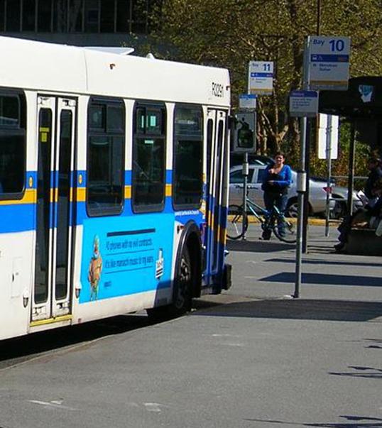 L'autobus 49 au terminus de UBC.   Photo par Stephen Rees