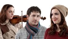 Acteurs et musiciens qui improvisent selon les désirs du public.