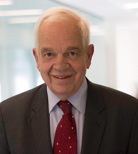 John McCallum, ministre de l'Immigration.