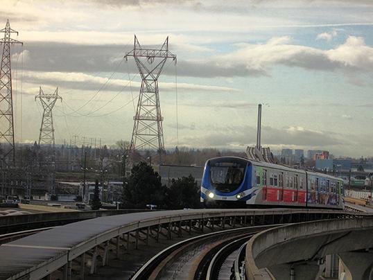 Canada Line à la hauteur de la station Marine Drive. | Photo par Stephen Rees