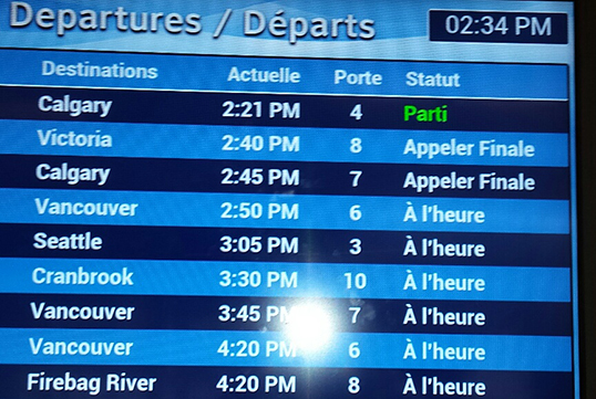 « Le français se distingue bien à l'aéroport international de Kelowna. | Photo de Centre culturelle francophone de l'Okanagan