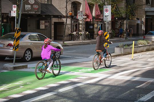 L'engouement pour le vélo en été. | Photo par Dylan Passmore