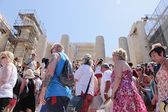 Les touristes à la Parthenon, Athènes. | Photo par Rachel Knickmeyer