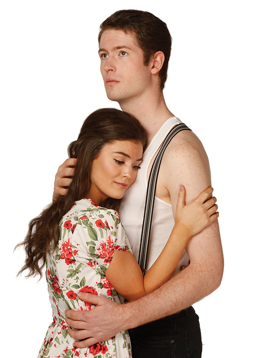 Jennifer Gillis (Maria) et Matt Montgomery (Tony) dans West Side Story. | Photo par Tim Matheson Photography