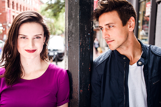 Suivez Tom et Charlotte à travers les rues de Gaston. |Photo de George Lawson Photography