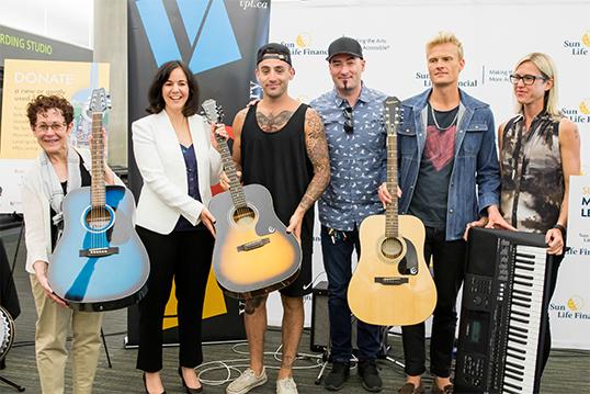 Sun Life a offert 130 000 $ ainsi que 100 instruments de musique à la VPL. | Photo de Vancouver Public Library