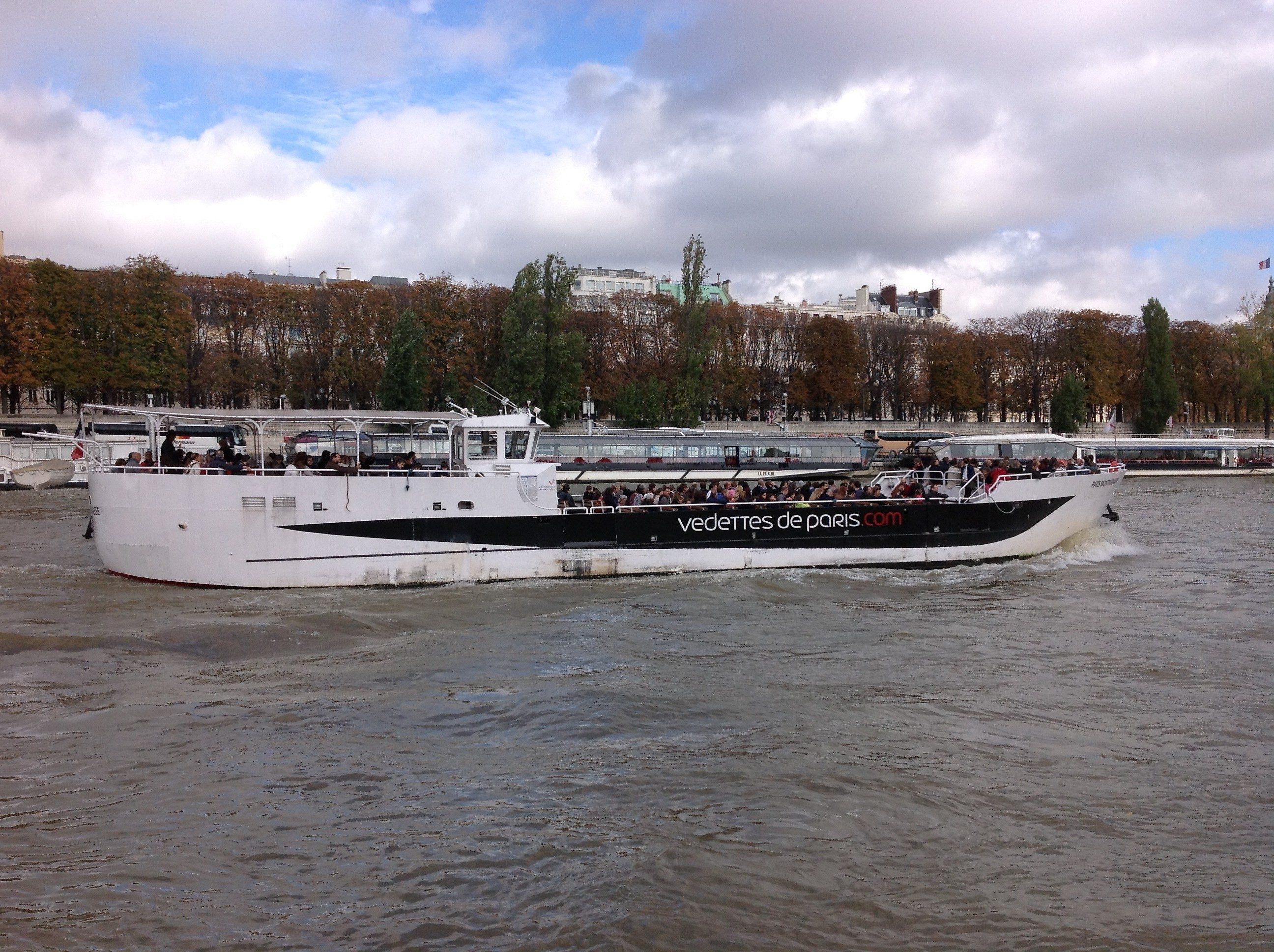 Paris. Bateaux touristiques. | Photo de Pascal Guillon)