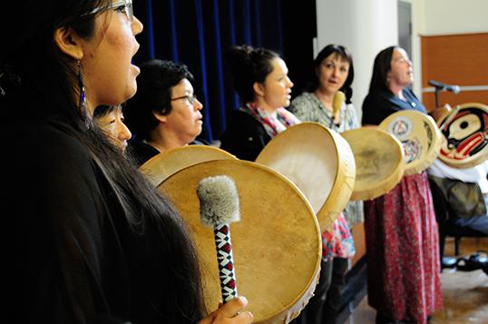 Les valeurs et les cérémonies demeurent sacrées. | Photo par Organisme BC Women's