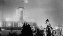 Premier ovni photographié dans le ciel de Vancouver en 1937. | Photo par Léonard Lamoureux