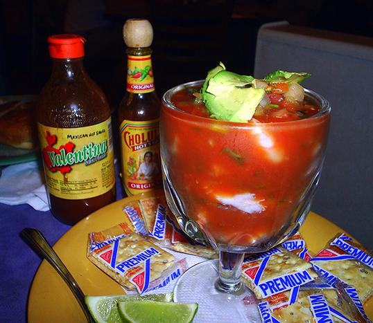 La salsa Valentina me rappelle le Mexique et la cuisine ranchera de mes tantes. | Photo par A.J. Gazmen