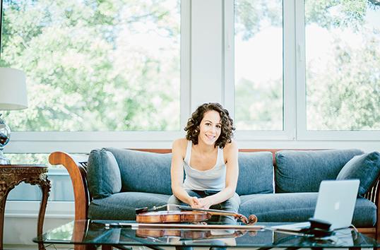 La violoniste Andréa Tyniec. | Photo par Alyssa Bistonath