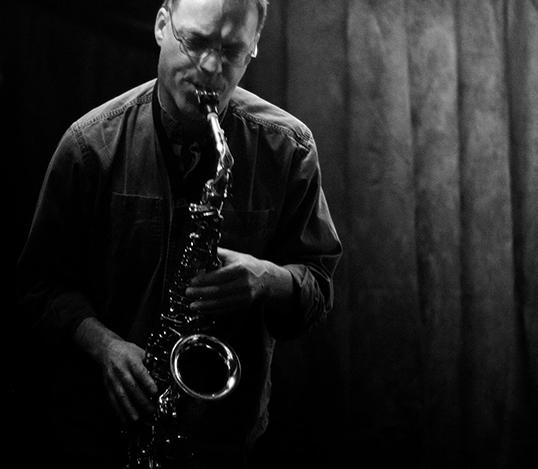 Yves Charuest, musicien et improvisateur.
