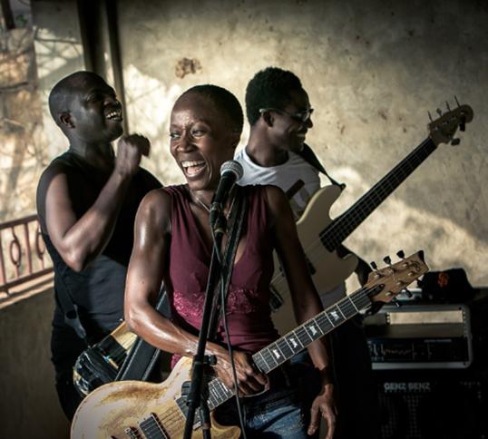 Rokia Traoré crée un espace musical contemporain qui exprime avec clarté la réalité de son pays d'origine. | Photo par Danny Williams