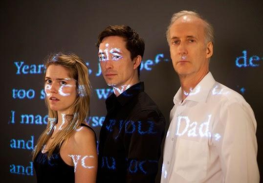 Kaitlin Williams, Brahm Taylor, Peter Anderson dans Mother Tongue. | Photo par Tim Matheson