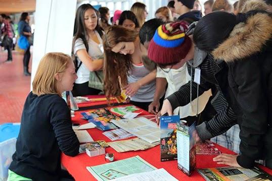 Les jeunes élèves des écoles francophones du Vancouver au Forum local du français pour l'avenir lors d'une précédente édition. | Photo de Conseil jeunesse scolaire francophone de C.-B.